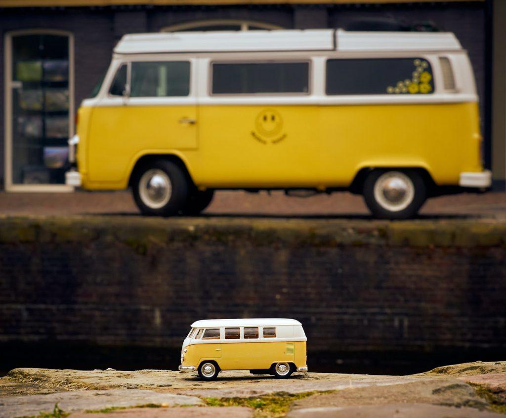 yellow and white volkswagen t-2 van scale model